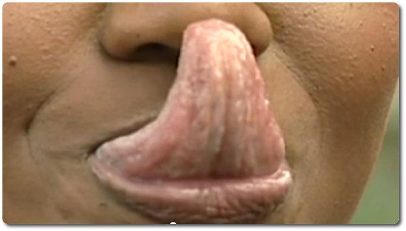 Frau mit der längsten Zunge der Welt